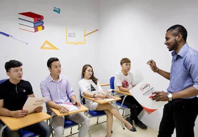 Khóa học luyện thi IELTS giá rẻ tại KOS