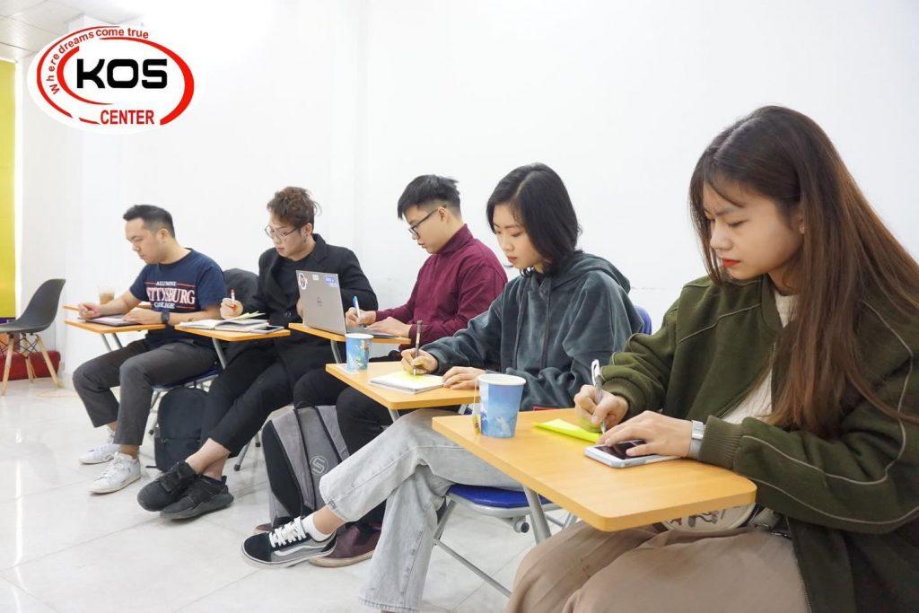 Học Tiếng Anh Dành Cho Sinh Viên: Khóa Học Nào Phù Hợp